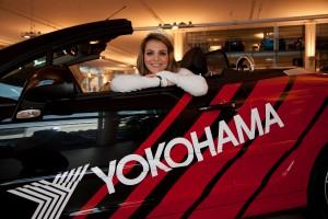 Deborah Vanzin fährt auf Peugeot abFoto 2_Miss Yokohama 207 CC