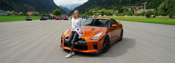 Am Steuer des Nissan GT-R