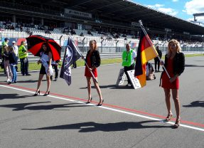 Als Grid Girl am Nürburgring unterwegs