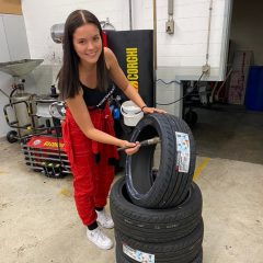 Reifenwechsel mit Miss YOKOHAMA